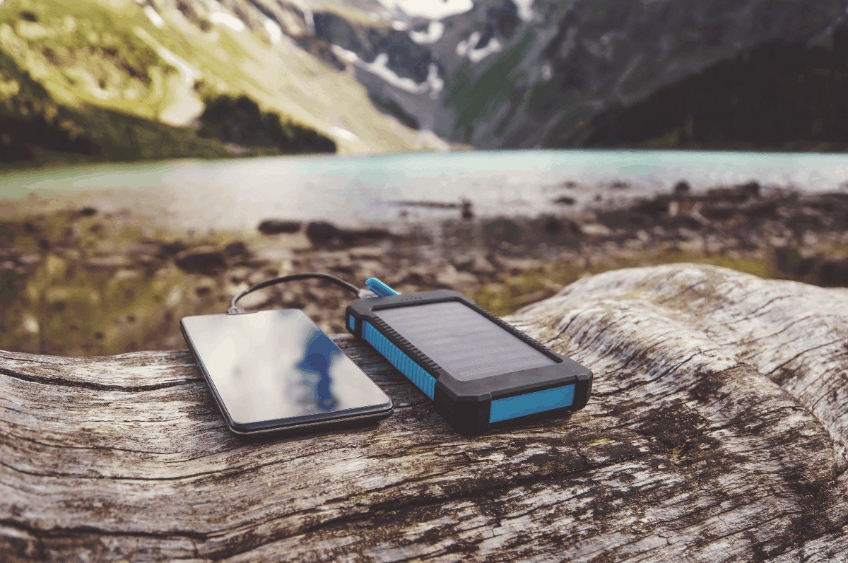 Why to Use Solar Powered Gadgets for Camping